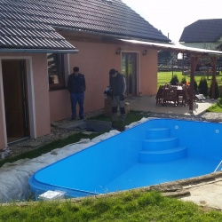 Schody bazen